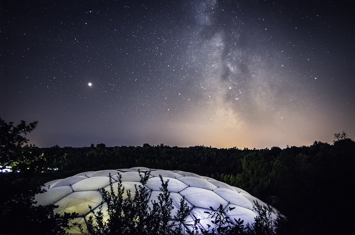 Mars shining bright in the sky above Eden in this wonderful photo by Andy Draycott @invisablelight. You can go on a Mission to Mars as part of our Expedition Space summer holiday programme: https://t.co/DMwcok68tQ