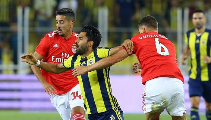 Fenerbahçe Kadıköy'de yıkıldı https://t.co/rXc6PSNFJR https://t.co/doPO6Jt8WO