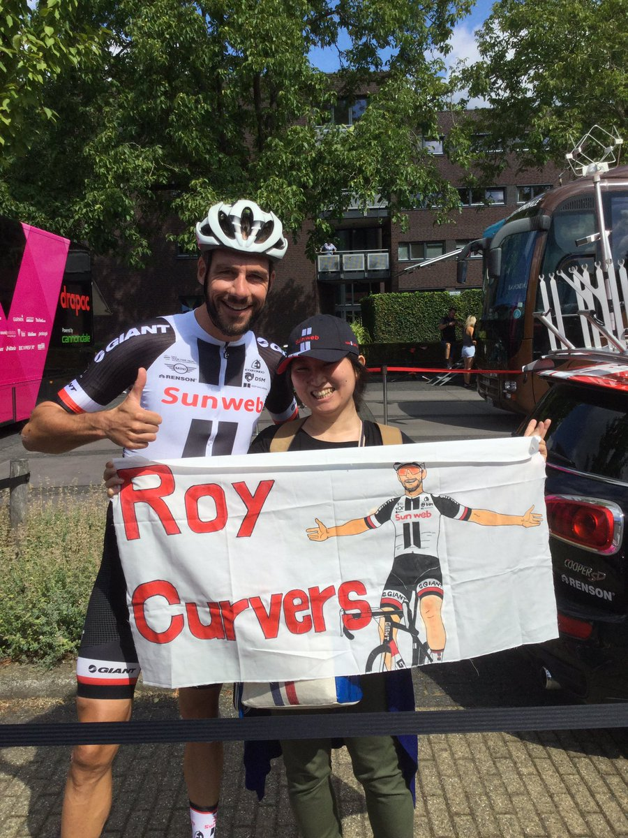 Heartlijk bedankt Sincerely thank you, @RoyCurvers and @TeamSunweb ! This memory will be my big treasure.  I&#39;m going to follow the race until Geraardsbergen Good luck for all  #keepchallenging #creatingmemories <br>http://pic.twitter.com/6s41zmeSbe