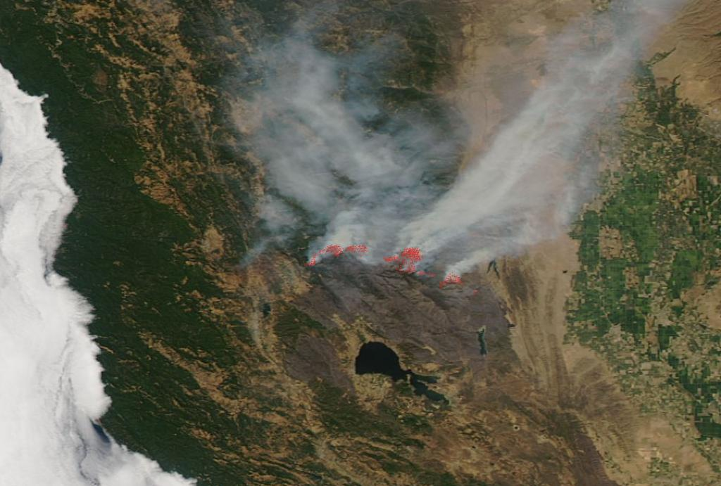 The Mendocino Complex fire in California is now entering its 19th day & is still growing in size, with the burned lands showing in dark red-brown colors below the contrasting smoke and untouched lands in this -obs@NASAEartherving satellite image. Details: https://t.co/sd8vQazrw1