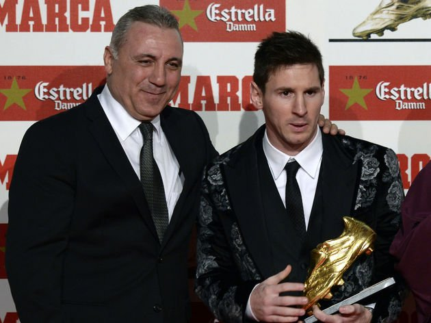 Stoichkov (ex-Barça): &quot;It&#39;s a f***ing lie that Messi chooses the players he wants on the national team. It&#39;s a pure lie that someone invented. If you take out Messi from this Argentina team, they wouldn&#39;t win a single game for 3 years.&quot; [sport] <br>http://pic.twitter.com/2J9YEihDla
