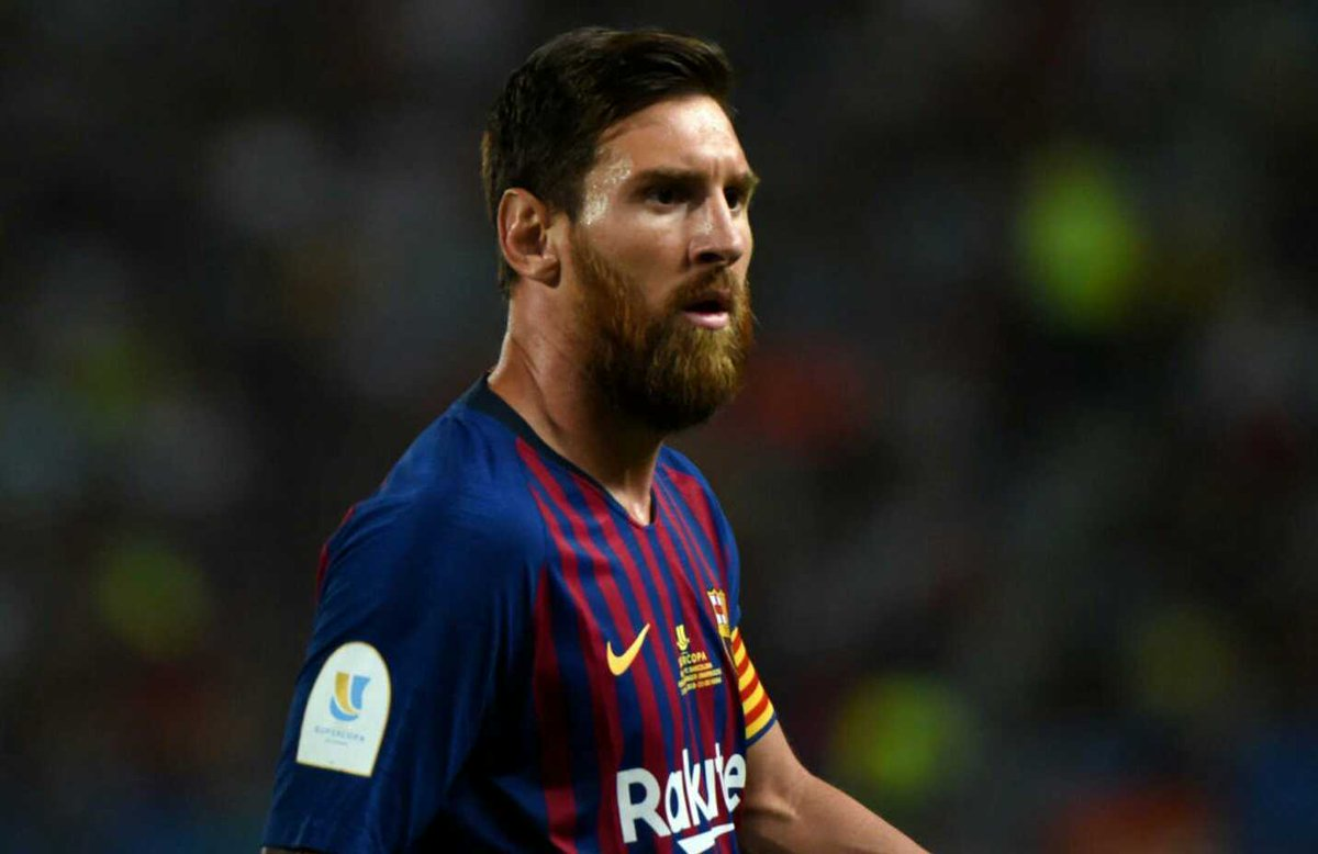 Pogba: &quot;Messi is the best player in the world. He makes me love football. He will always be my idol.&quot; <br>http://pic.twitter.com/T4J3tcOMwz