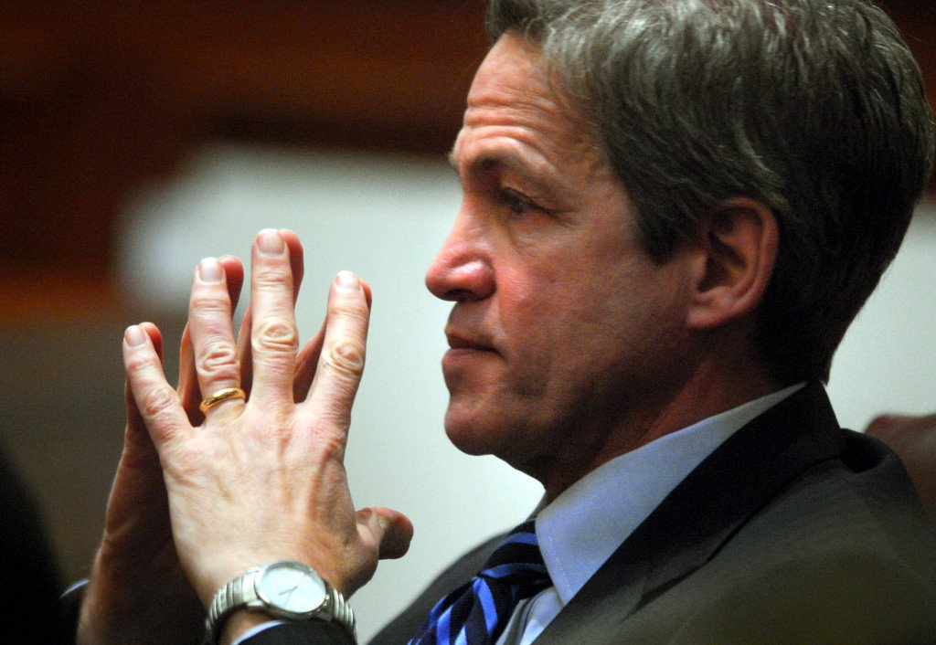 Former U.S. Sen. Norm Coleman says he has lung cancer https://t.co/pTrjZnr3jQ
