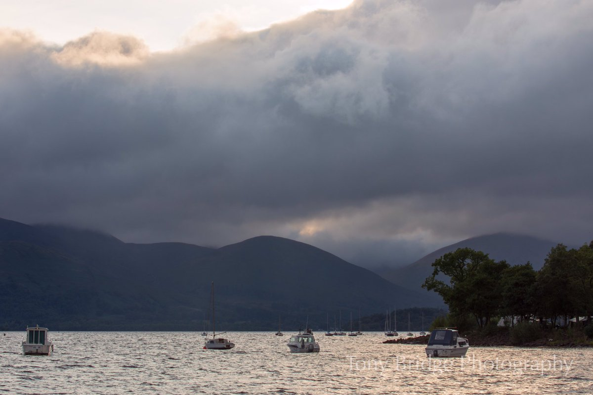 Loch Lomond from Milarrochy Bay after a day of rain #StormHour #POTW<br>http://pic.twitter.com/UgpQdAKUoT
