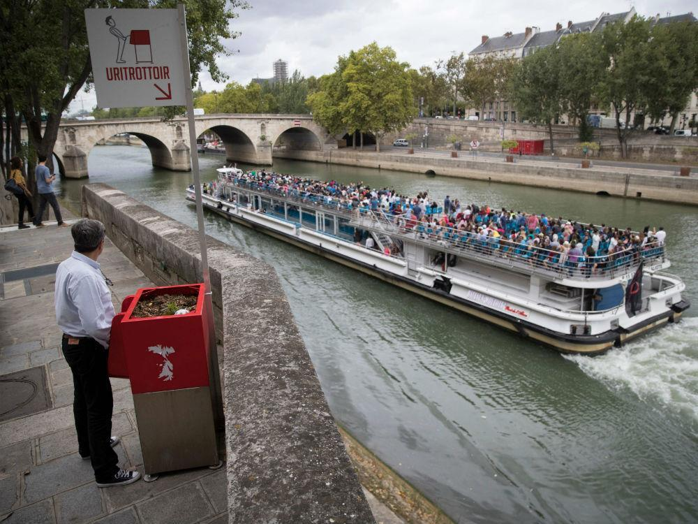 Paris builds public dry 'uritrottoirs' to curb public urination on city streets https://t.co/BW9AfcAqhn https://t.co/o1nNi9VEH6