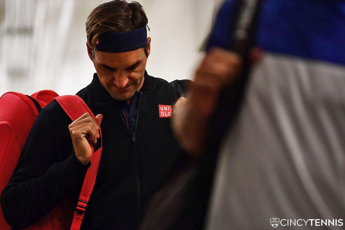 Federer at the ready...  #CincyTennis<br>http://pic.twitter.com/QdGlWRIW4R