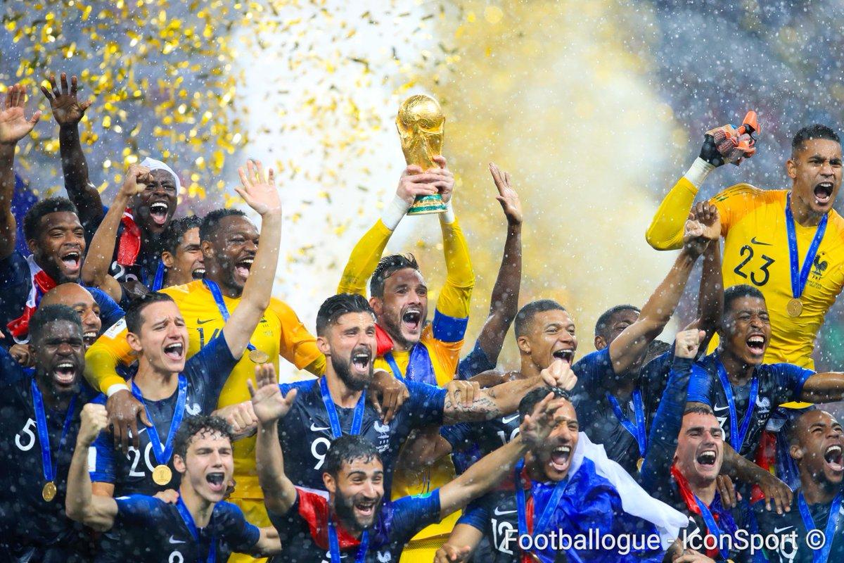 [#CM2018🏆] Il y a 1 mois jour pour jour, l'Équipe de France 🇫🇷 était sacrée championne du Monde ! 🤩🌟🌟