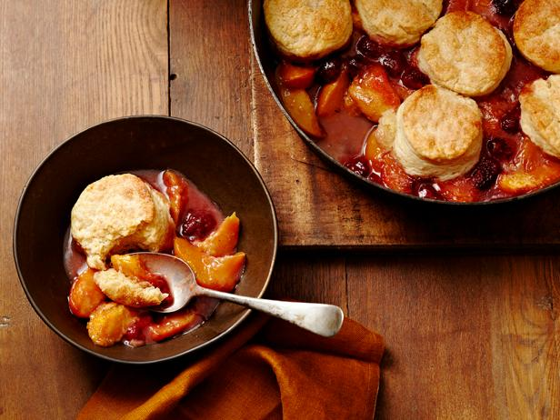 Make your own peachy dessert with our recipe for Peach and Raspberry cobbler: https://t.co/FYugDaWe3L! #Chopped https://t.co/Iqk74yWzFA