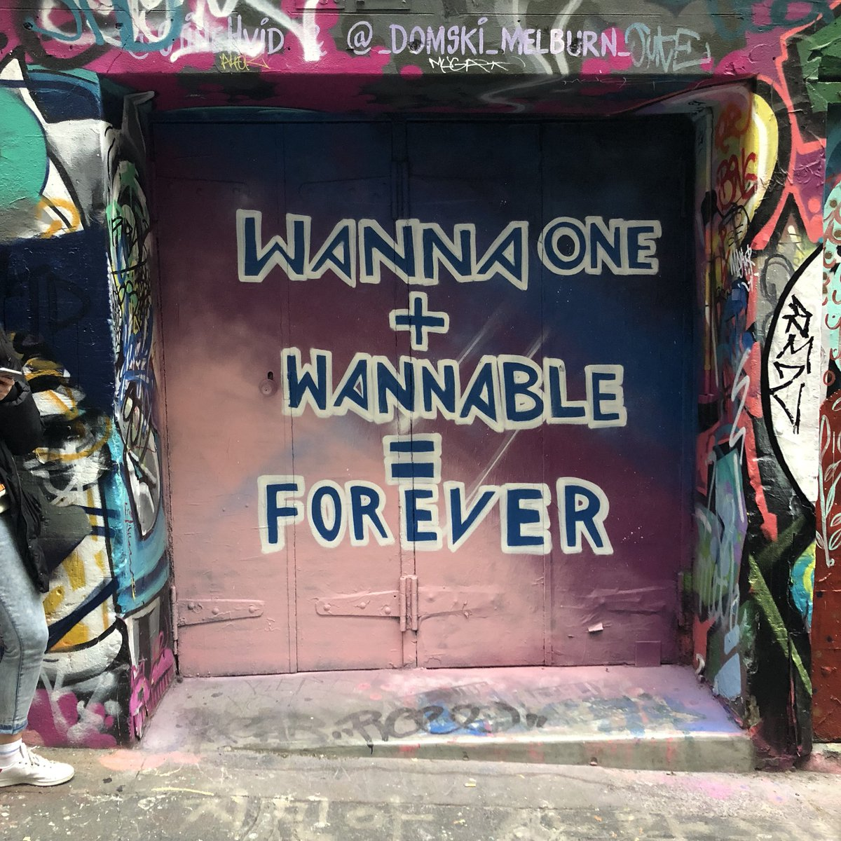 GUYS LOOK AT THE GRAFFITI IN MELBOURNE  #WannaOneInMelbourne #워너원<br>http://pic.twitter.com/7c6hkdxwzi