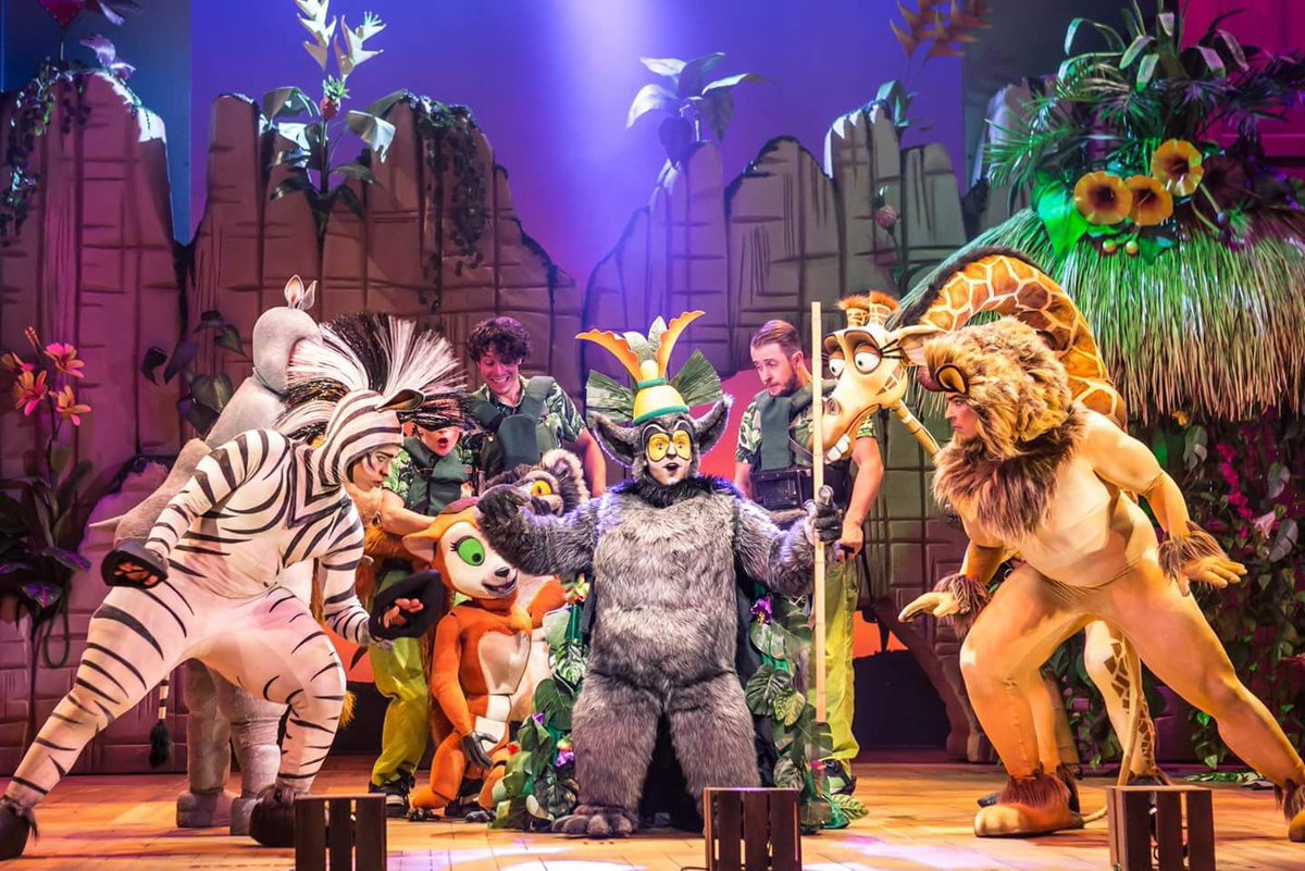 Madagascar's @madUKtour island party @PalaceAndOpera with @MattTerry93 is a roaring success that has us movin, movin to the beat of the jungle drum. Here's our  review  https:// buff.ly/2nCInsd  &nbsp;  <br>http://pic.twitter.com/5R3kuVvmba