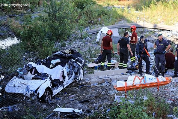 #UltimOra Crollo ponte #Genova, 4 persone estratte vive #canale50 http://sky.tg/m8cyy  - Ukustom