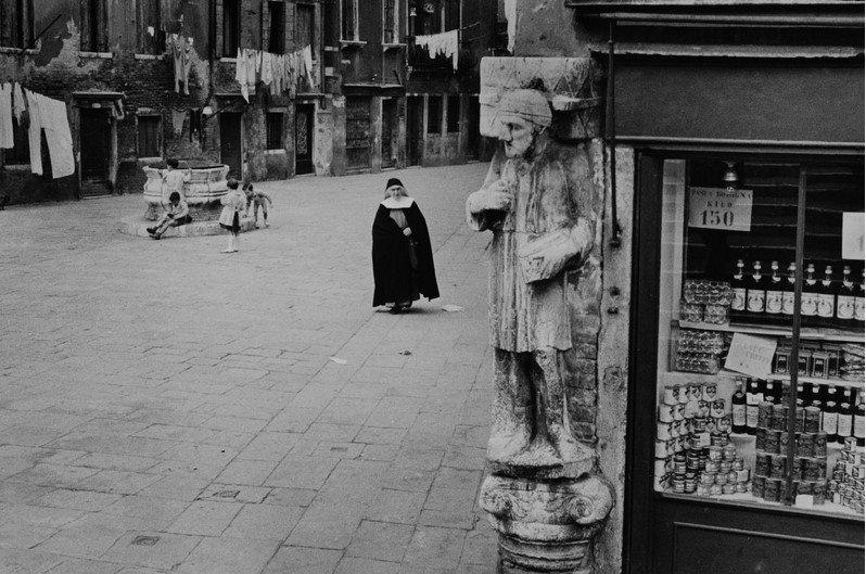 "Iveser Venezia on Twitter: ""Campo dei Mori, 1955 [Inge Morath]… """