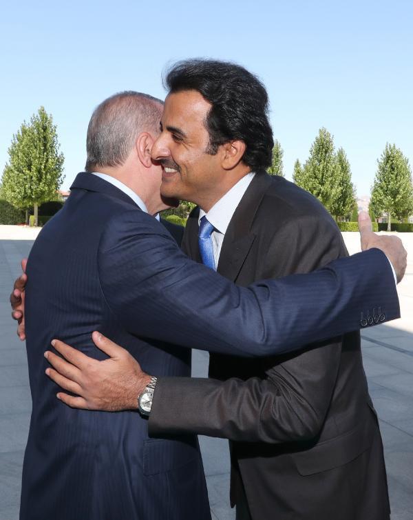 #Turkish President Erdogan welcomes #Qatari Emir Al Sani.<br>http://pic.twitter.com/Fgi9ZyNRRc