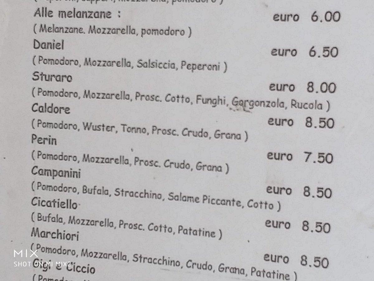 Le pizze #Sturaro e #Perin in una pizzeria di Genova. (foto di @MauroRiverso)  - Ukustom