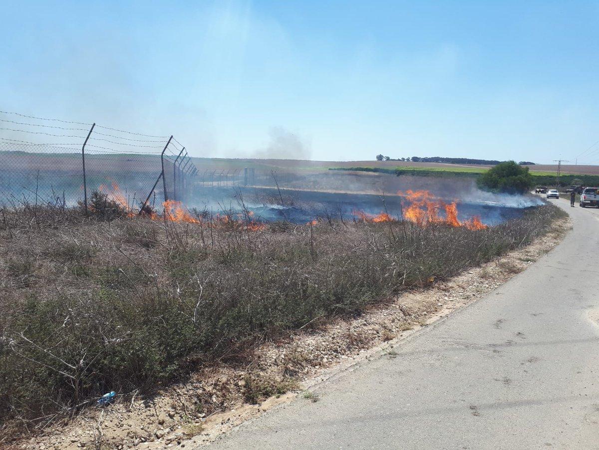 """#Israele #Gaza A quanto pare, nonostante la """"tregua"""" il lancio di palloni molotov da Gaza non sono cessati.Vari incendi sono scoppiati in territorio Israeliano.  - Ukustom"""