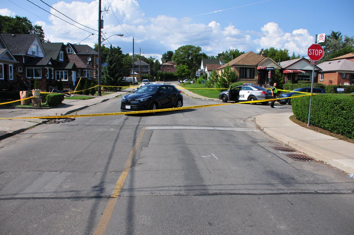 If you witnessed or have any information in regards to this collision, please call our Detective Office at (416)808-1900 or Crime Stoppers @1800222TIPS  Personal injury collision #34/2018, Chudleigh Road and Harvie Avenue   http:// torontopolice.on.ca/newsreleases/4 1851 &nbsp; … <br>http://pic.twitter.com/fc01wNv8RM