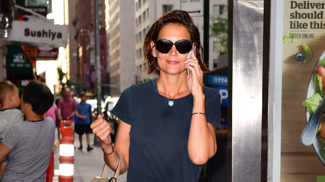Katie Holmes channels Jackie O (again!) in summer's most versatile skirt. https://t.co/perHTI849X https://t.co/QxOozCMfn9