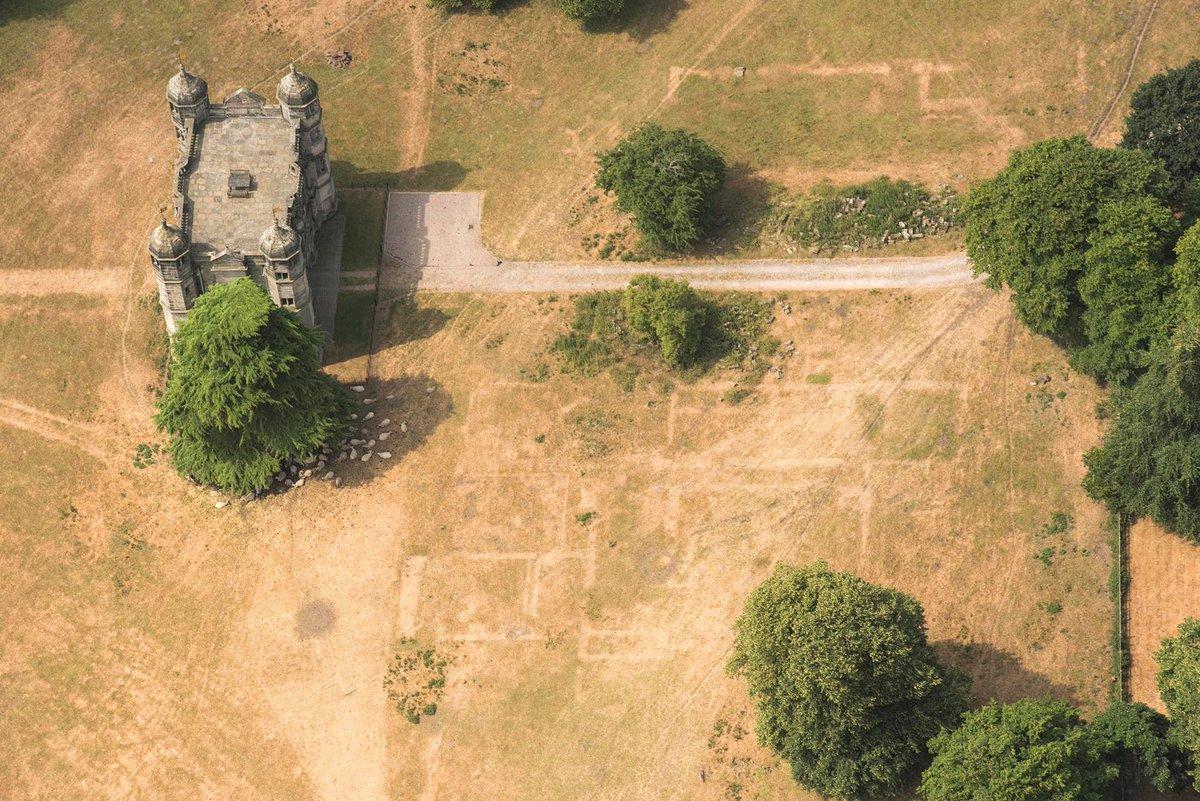 La sécheresse fait ressurgir des sites archéologiques au Royaume-Uni (vidéo) By Jack35 DkoE0sGXgAAYQvq