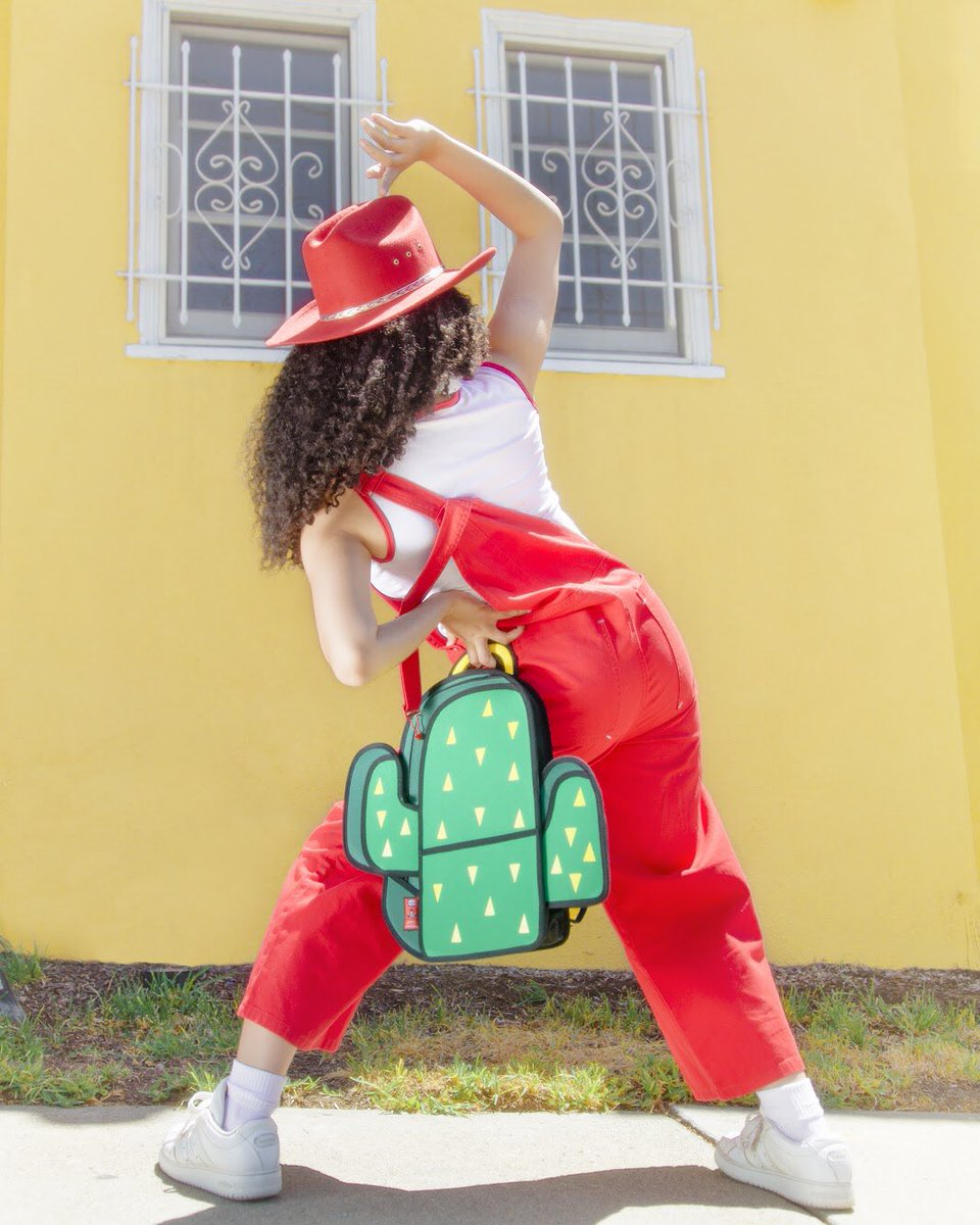 Take you from desk to Caribbean Sea!🏤⚓️🚢🤭🥂  Cactus 20% Off till Sunday  photographer: @irrisrray   #jumpfrompaper #cartoonbags #cartoon #wednesday #fun #cool #fashion https://t.co/IKCreYwZFP