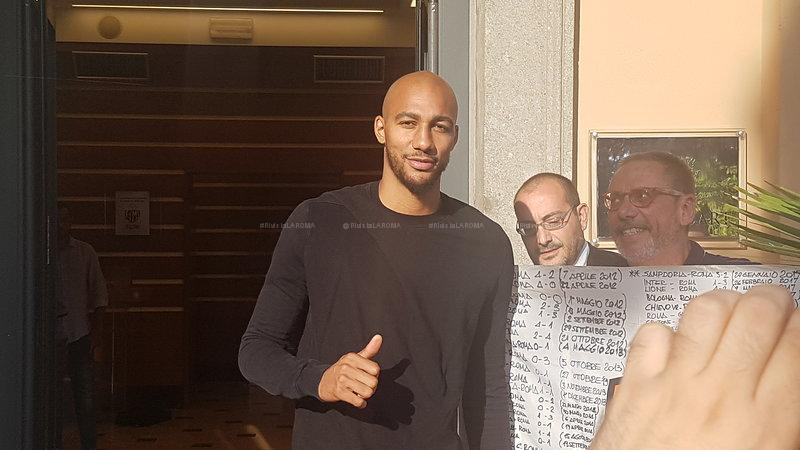 "AS ROMA. La prima intervista di #Nzonzi in giallorosso: ""Conta solo dare il massimo"" <Rivista LA ROMA>(https://is.gd/S0bmuO) #15agosto #ASROMA #Monchi  - Ukustom"