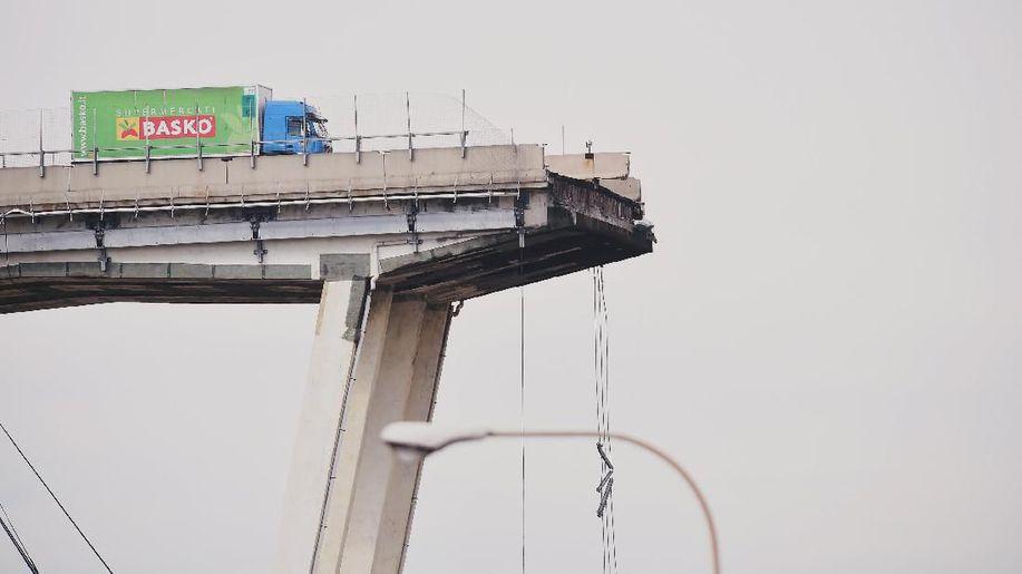 Kisah Sopir Truk Selamat dari Ambruknya Jembatan Layang Italia https://t.co/NU6OUg45wl https://t.co/QWjaKj0qKO