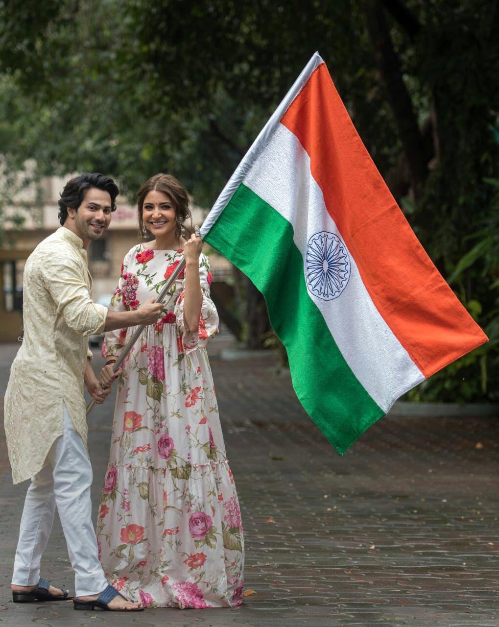 Happy Independence Day ������ @Varun_dvn @yrf @suiDhaagafilm   �� - @htTweets https://t.co/5bQ3vb8cKk