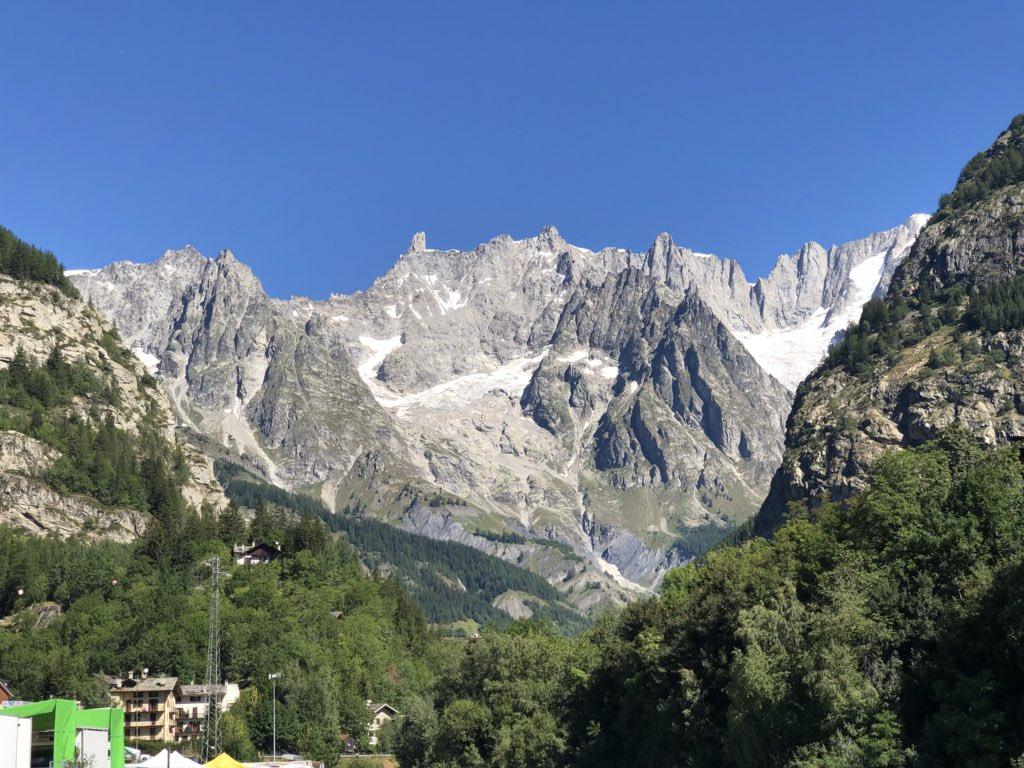 Buon Ferragosto a tutti dal Monte Bianco con un particolare pensiero ai genovesi, augurandoci di non dover più assistere a simili avvenimenti   - Ukustom