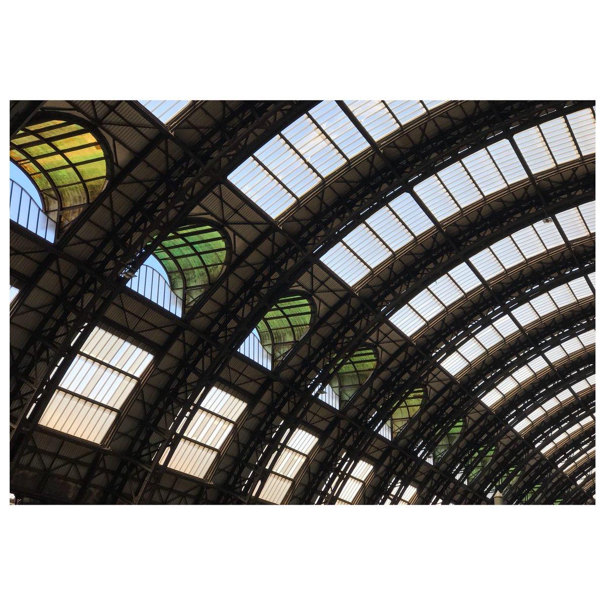 Le rimembranze (V)Foto 131 (VIII/15/18)#architecture #italia #arquitectura #milano #milan #milanocentrale  - Ukustom