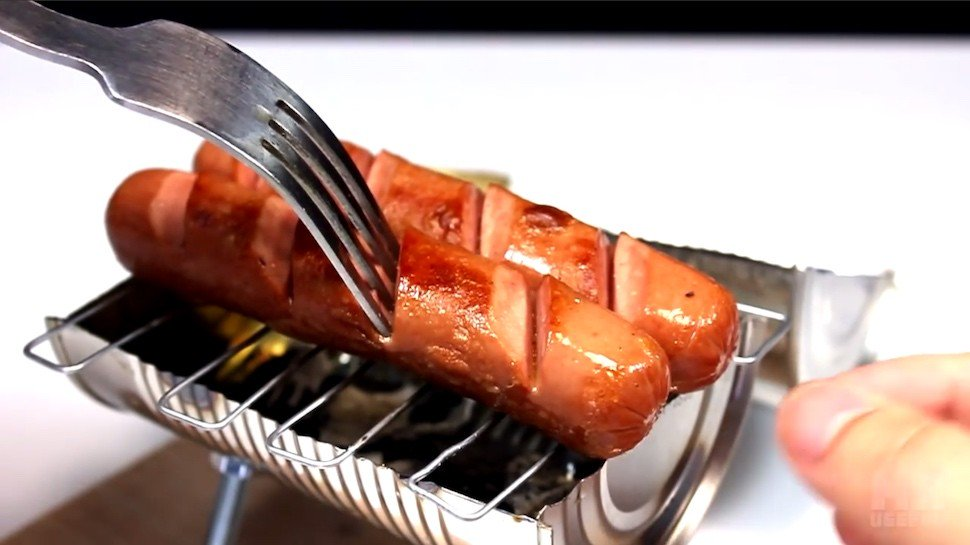 You can turn a tin can into a tiny grill that actually works! https://t.co/Jub9Cb7Uh4 https://t.co/vVG2PQTOg8