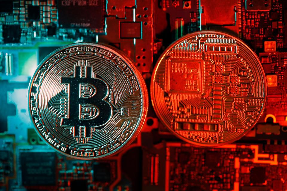 Why bitcoin isn&#39;t giving up ground as ethereum and ripple fall:  http:// on.forbes.com/6015Dv1ez  &nbsp;  <br>http://pic.twitter.com/FjjDbmE1QT