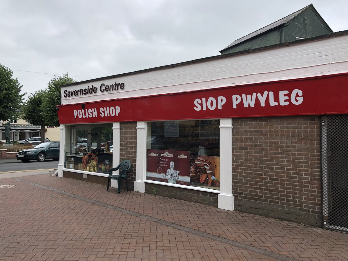A Polish Shop in Newtown uses Welsh &amp; English signage, I&#39;ll have more of those please! Croeso i Bwyliaid / Welcome to Poles, they get it...I feel like driving to Newtown to buy something   https:// twitter.com/@Mynytho  &nbsp;   <br>http://pic.twitter.com/2OqvKT7Rzo  https:// twitter.com/Mynytho/status /1029764949948682240 &nbsp; …