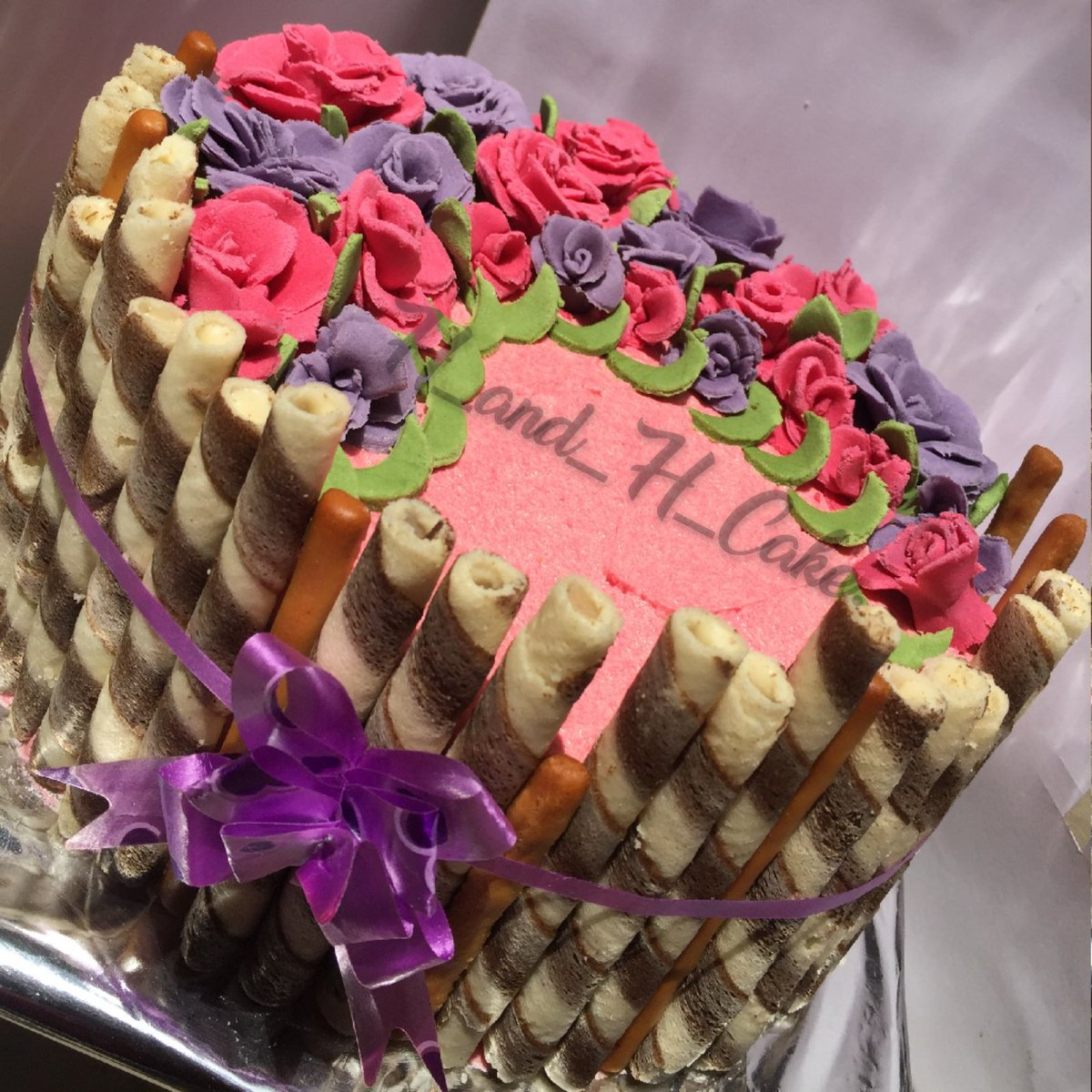 We bring you the best in baking with a gourmet twist #h_and_h_cakes<br>http://pic.twitter.com/g7Jf1fJKXV