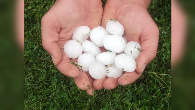 Experts: Hail damage is worse, but climate role uncertain https://t.co/n6LXd3jagY | #wmc5