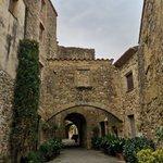 Image for the Tweet beginning: Monells, preciós poble medieval del