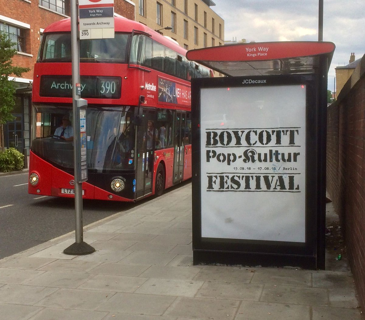 Israeli embassy-partnered @popkulturberlin just opened, without six artists who withdrew in protest at the festival&#39;s decision to artwash Israel&#39;s regime of apartheid occupation and settler-colonialism. Now, in a moving act of solidarity, these posters have appeared around London <br>http://pic.twitter.com/5zVA9jWqcp