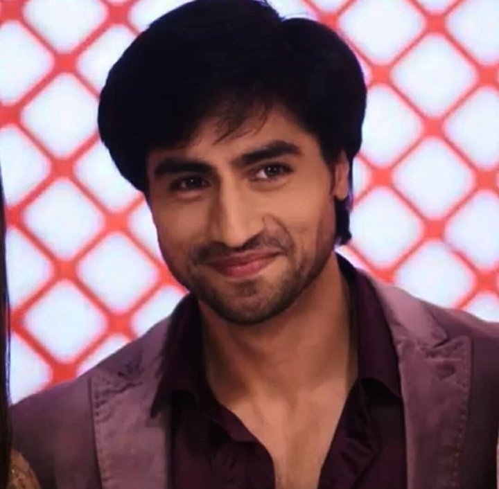And #AdityaHooda owned today&#39;s episode! The way his eyes expressed all the emotions, i was literally awestruck! And that line - &quot;Iss baar jab pyaar karunga na to long term wala karunga&quot; the way he said with so much intense and raw emotions, it was perfect!  #Bepannaah<br>http://pic.twitter.com/PHnzaKU74G