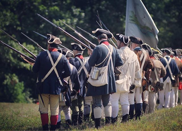 Fix bayonets! #rebelsandredcoats #revolutionarywar #patriots #reenactment https://t.co/fmSfbYTgQi
