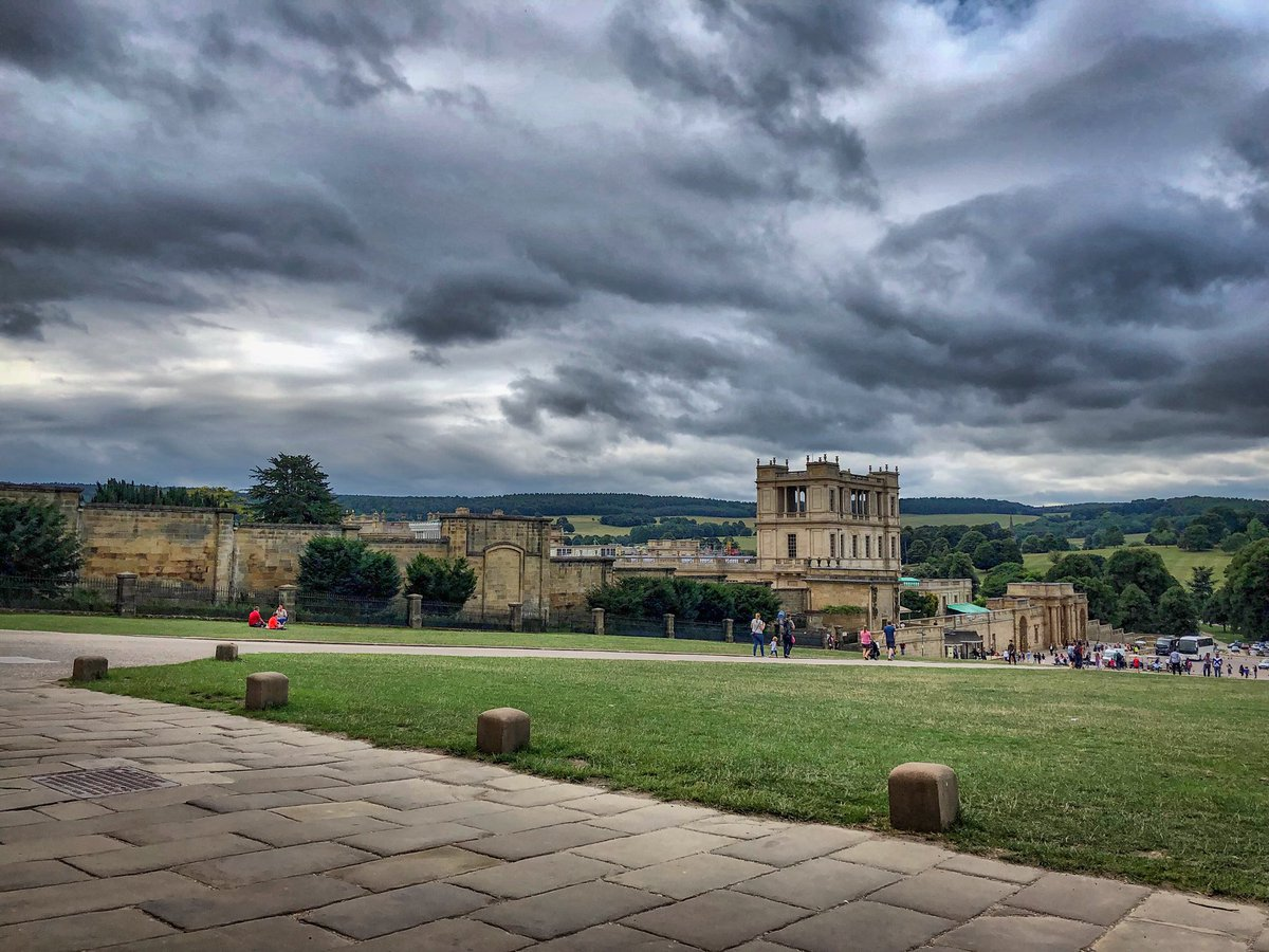 A brooding sky over Chatsworth House this afternoon #Chatsworth #peakdistrict #liveforthehills #uniquedistrict #derbyshire <br>http://pic.twitter.com/WCHlTOi0uq