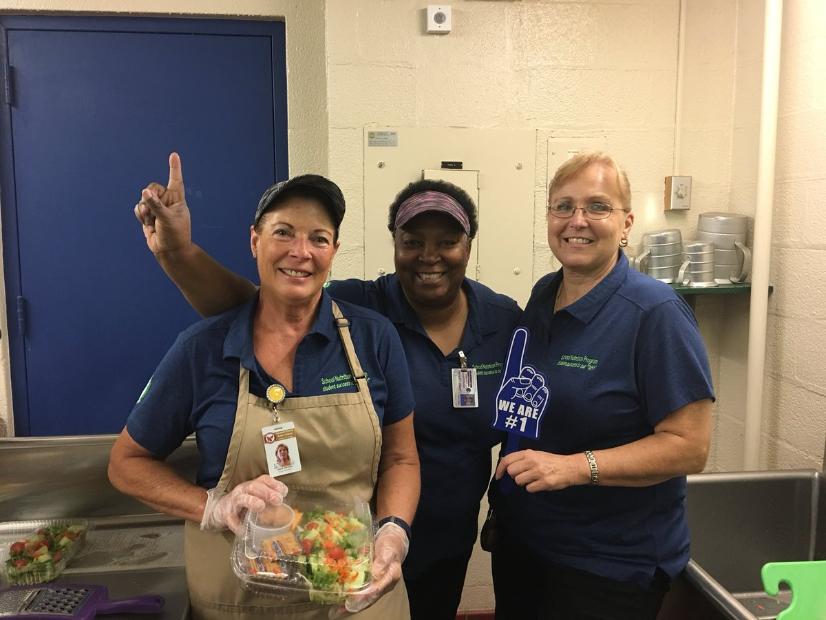 Warrenton Middle School Nutrition staff prepping for the first day of school lunch.#Fcps1KidsDeserveit #lunchheroes @karynspahr @WMS_WARRIORS @Hrupsanddownes @DrJeck<br>http://pic.twitter.com/Yxvgl2q2jP