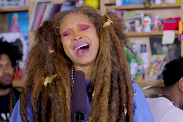 Watch Erykah Badu (@fatbellybella)'s Gorgeous Tiny Desk Concert https://t.co/Hbi9PdBWmW https://t.co/24c1sYntcX