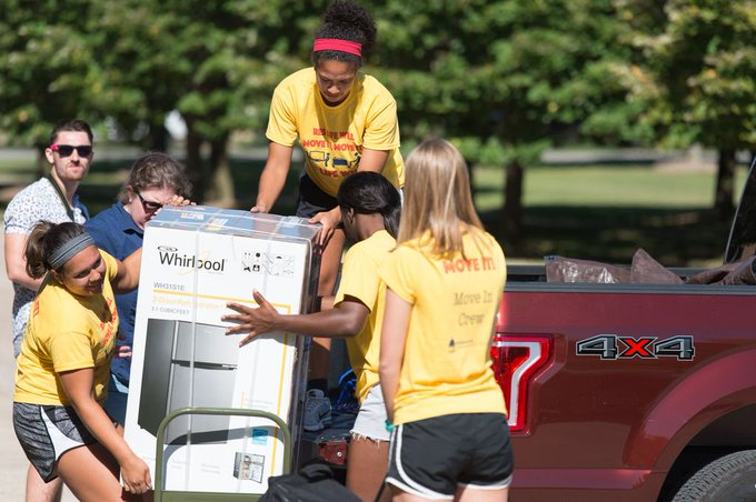 #UISedu Freshmen Move-In Day is next Wednesday! We can't wait to welcome hundreds of new students to campus. Here's what you need to know about Move-In Day: https://t.co/hBwO0yL3Mk https://t.co/bAV7EiuEYl