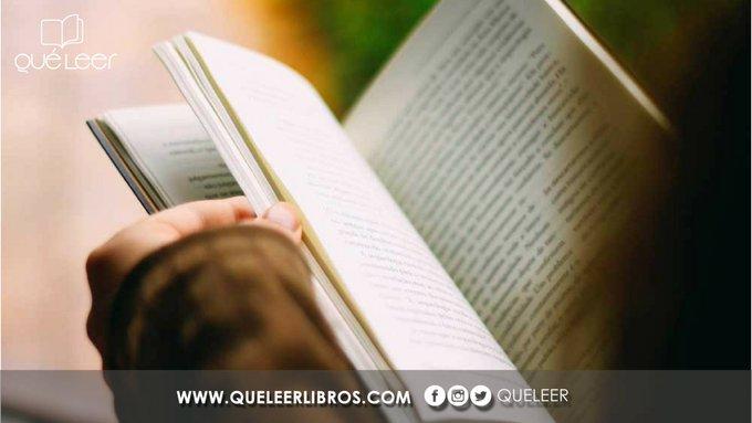 #FelizMiércoles Seguramente estás leyendo un libro que te parece fascinante y quieres compartirlo con el mundo. Entonces nuestra etiqueta #RecomiendoLeer es para ti. Utiliza y sugiere esos libros que consideras infaltables en cualquier biblioteca Photo