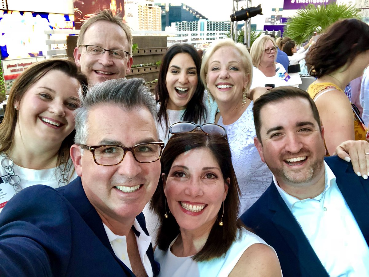 Thank you @Virtuoso for a great #CruiseNightOut in #Vegas.  Great celebrating the #Cruise Industry with our most valuable travel partners #TravelAgent #OceaniaCruises #VirtuosoTravel<br>http://pic.twitter.com/YKB5Pa7JsC
