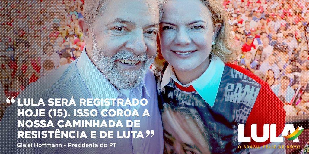 Todas as lideranças do PT já estão em Brasília para esse momento histórico! #LulaÉCandidato #OBrasilFelizDeNovo Saiba minuto a minuto os detalhes do registro da candidatura de @LulapeloBrasil no link 👉🏿👉🏼https://t.co/gRlpNVNMJ5👉🏾