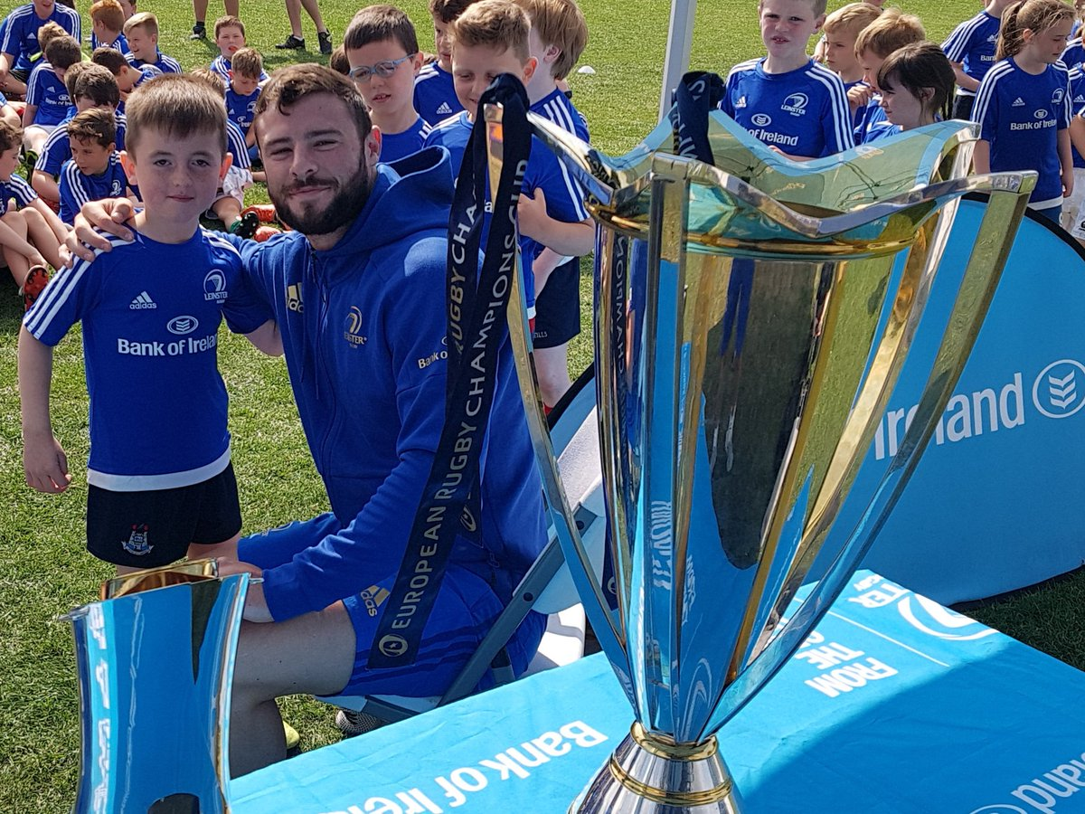 Great to have 2 top lads and 2 top players join us in @ClontarfRugby for our final and biggest week of our @LeinsterBranch #BOIrugby camps. On behalf of the kids thanks a million. Great day.#FromTheGroundUp @bankofireland<br>http://pic.twitter.com/G0JwGd9vyX
