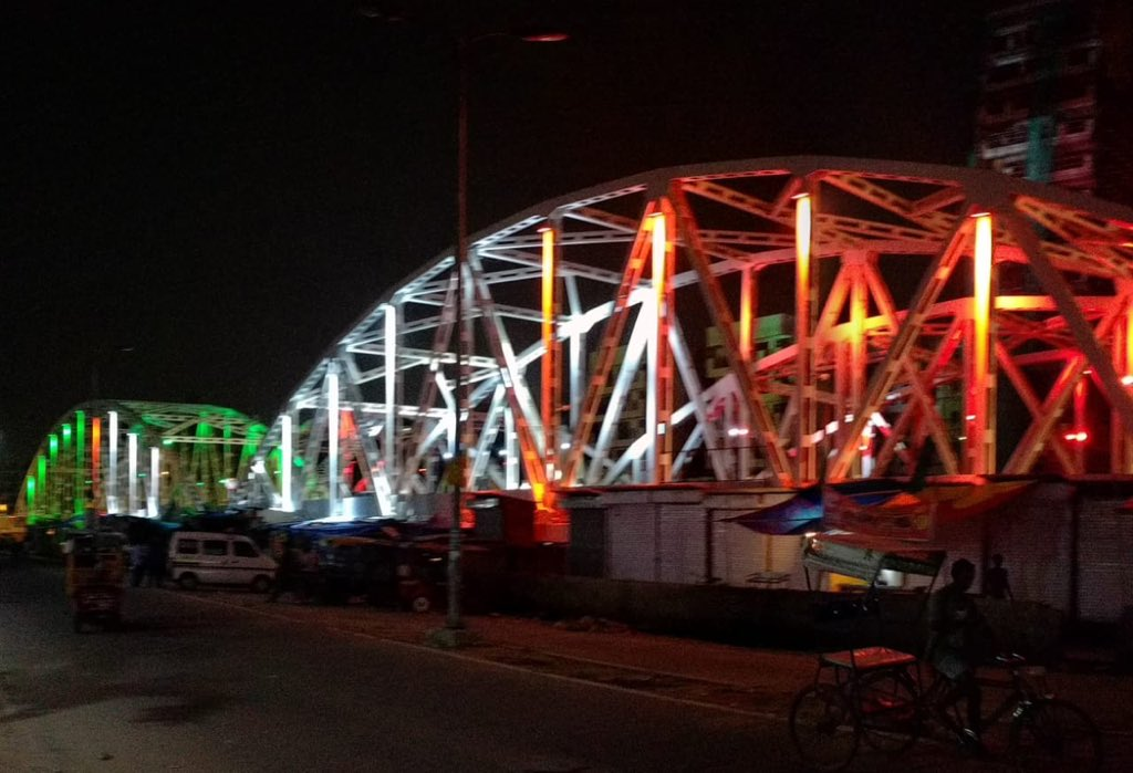 Newly inaugurated Barapullah Ph-2  has dymanic programable lighting as permanent feature.  The Colour scheme can be adjusted  as per theme and occasion.  Thanks to Team PWD , Delhi Govt<br>http://pic.twitter.com/cFdMITtv8v
