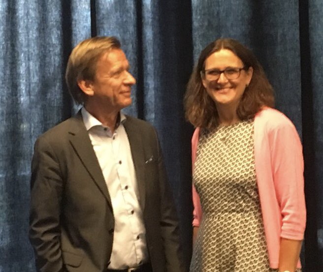 Met with Cecilia Malmström today, we talked about the ongoing worrying trade conflicts. She is a strong supporter of free fair trade. An US-EU zero tariff trade agreement for industrial products would be a good first step. <br>http://pic.twitter.com/n2uj4ghNzz