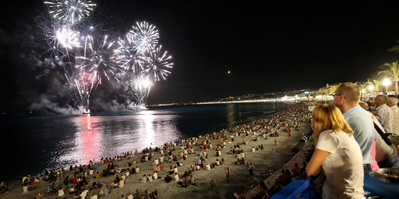 PHOTOS ET VIDÉOS. Les images du premier feu d'artifice tiré sur la Prom' depuis l'attentat du 14-Juillet à Nice https://t.co/pbMOlPwroL