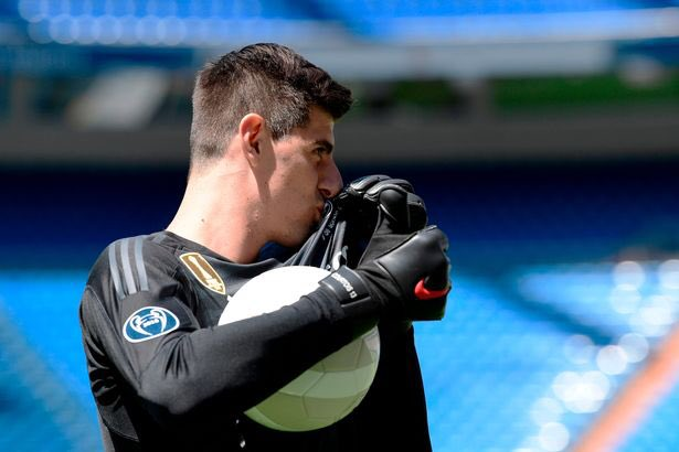 Courtois benched and Real losing 4-2... karma is a bitch, to make it worse it's against his former club Atletico...   @thibautcourtois <br>http://pic.twitter.com/MaQcV9KA0m