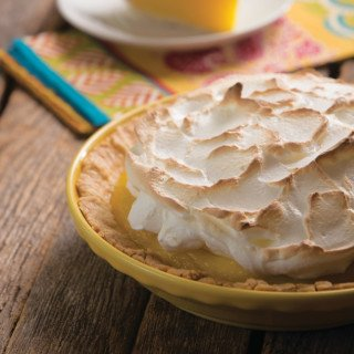 Pucker up! 😘 You're sure to fall in love with our Tart Lemon Meringue Pie #recipe.  https://t.co/ADzY0K3Aul https://t.co/TGJNTrN8cE